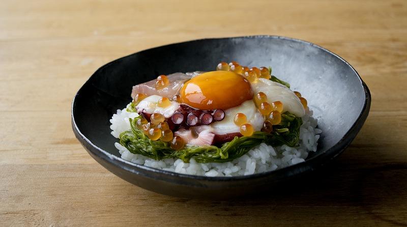 たまご醤油で斉吉海鮮丼1