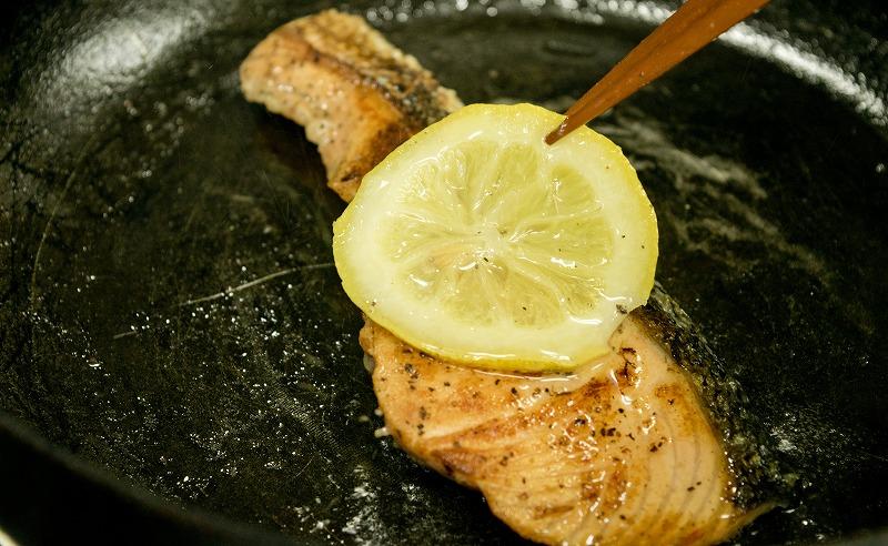 鮭のレモンオイル漬け1